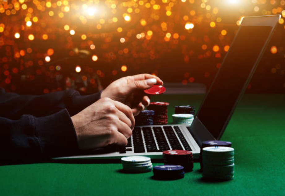 Four Top Reasons Why People Frequent Online Casinos